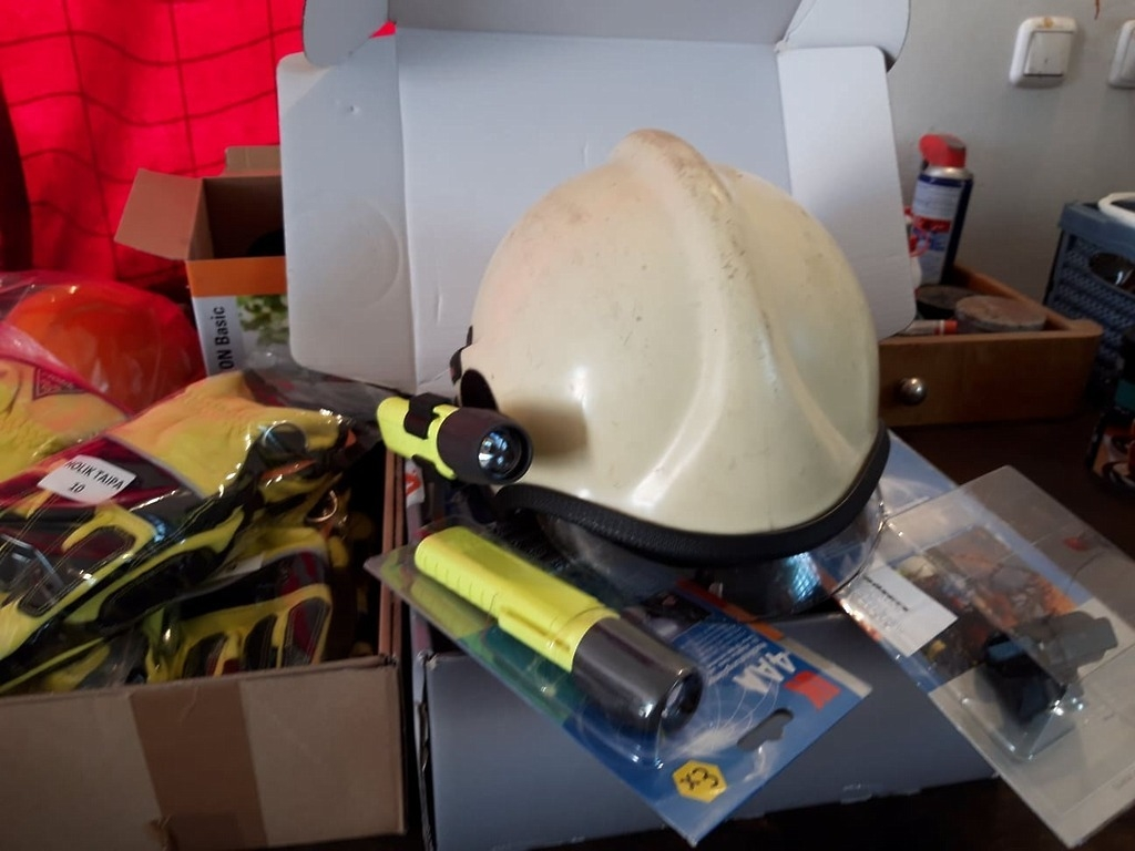 Helma s držákem na svítilnu