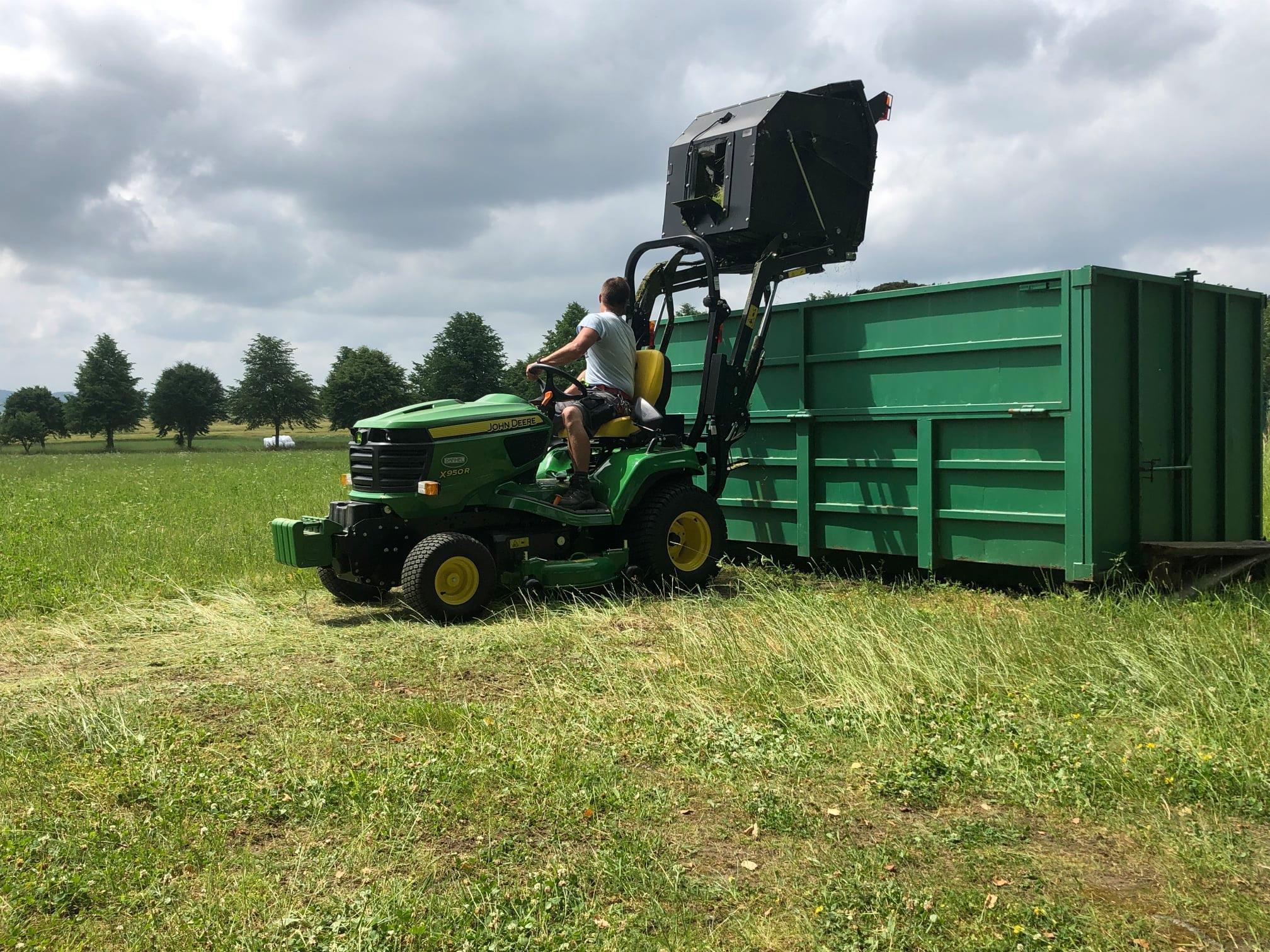 Projekty publicita 2021 : Název projektu: Nákup komunálního traktoru - traktor
